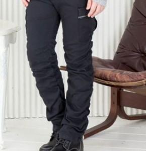丈があっていないズボン