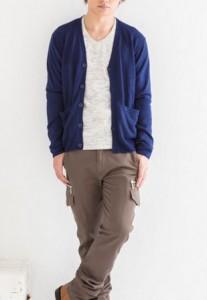 背の低い男の青カーディガンコーデ