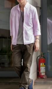 背が低い男のピンクシャツコーデ
