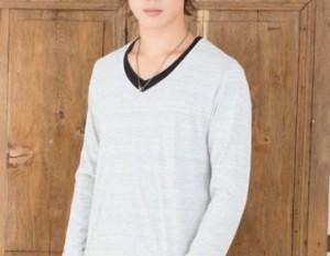 モノトーンコーデ用のTシャツ