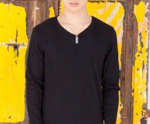 黒の無地のTシャツ