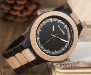 街コンの秘密兵器に木製腕時計