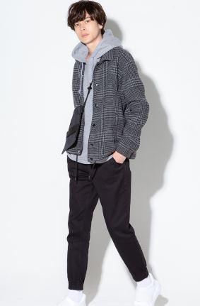 グレンチェックのコーチジャケットを使った3月の街コン用の男の服装
