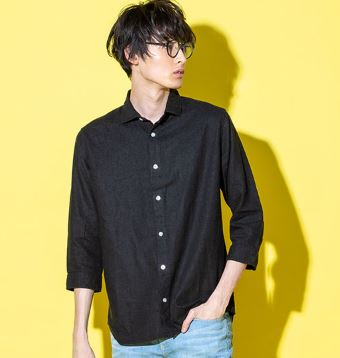 5月の街コンにおすすめの黒シャツ・デニムパンツコーデ