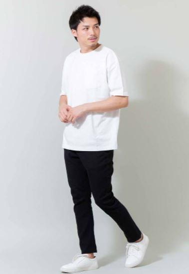 ドロップショルダーの白Tシャツを使ったTシャツ1枚コーデ